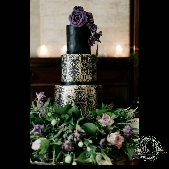 Awesome photo of our black and gold burnout cake byhellip
