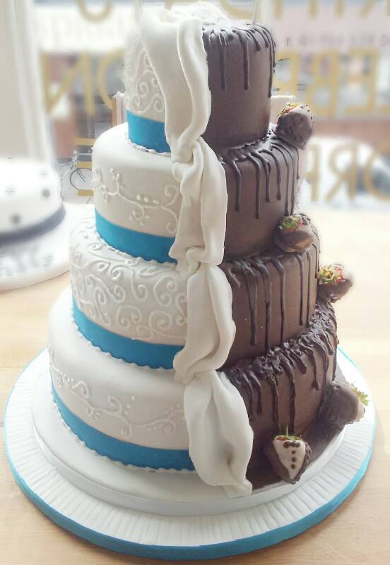 half chocolate and vanilla wedding cake fondant and chocolate half and half cake vanilla 15049