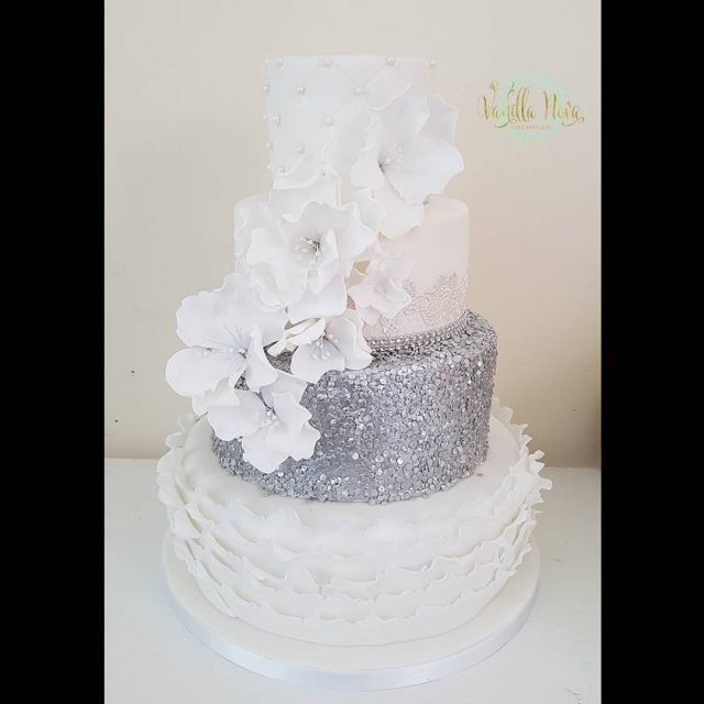 Silver glitter and fluffy flowers silverweddingcakes contemporaryweddingcakes weddingcakes2017 silverweddings brides